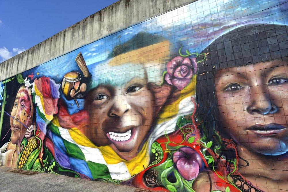 25/05/2015 Roma, via delle Vigne Nuove. Il murale ' Rivoluzione bolivariana ' degli artisti venezuelani Rommer, Ronald, Javier e Wolfgang.