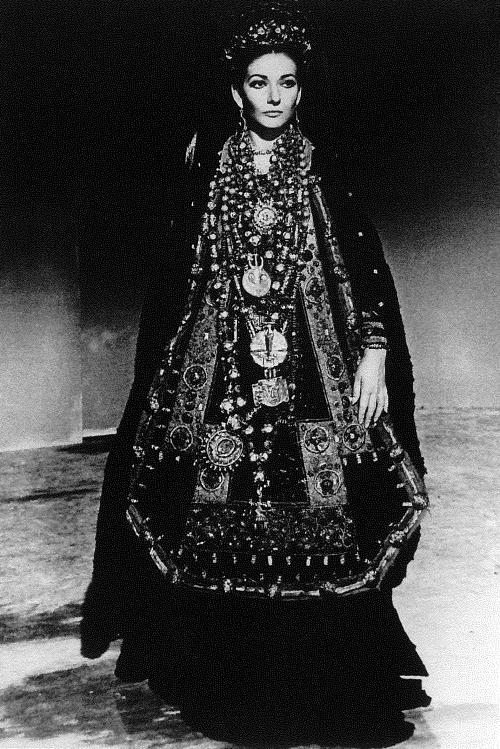 01_Maria Callas come Medea con il costume di scena disegnato da Piero Tosi per il fil di Pasolini, 1968 (ph Mario Tursi)
