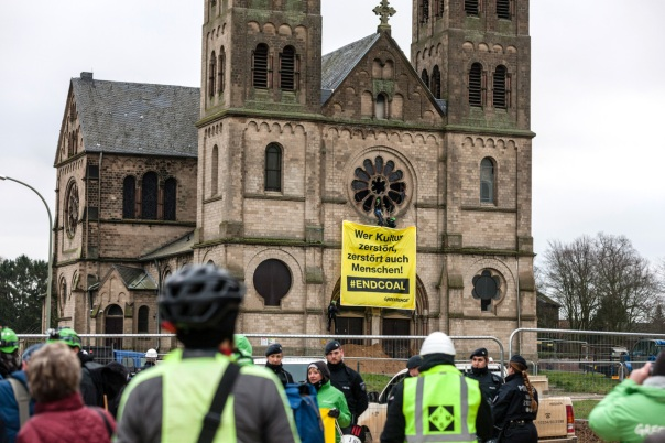 Protest at Church in Immerath Demonstration am Immerather Dom fuer Kohleausstieg