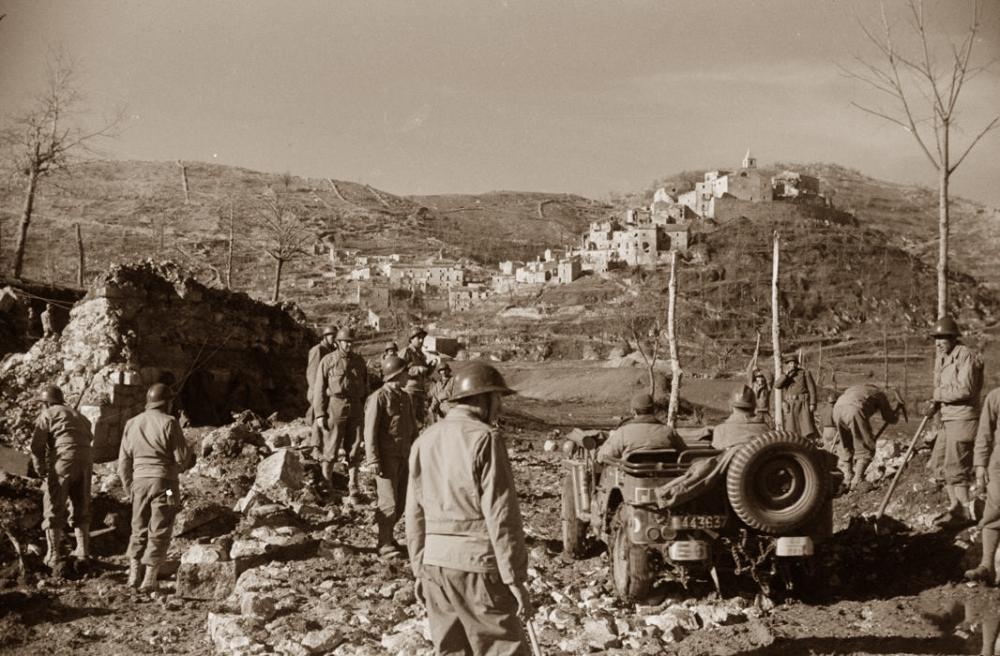 1944- Acquafondata- Alleati- Mezzi militari nella piana